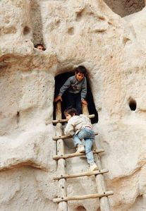 332px-Bandelier-Children_and_Ladder